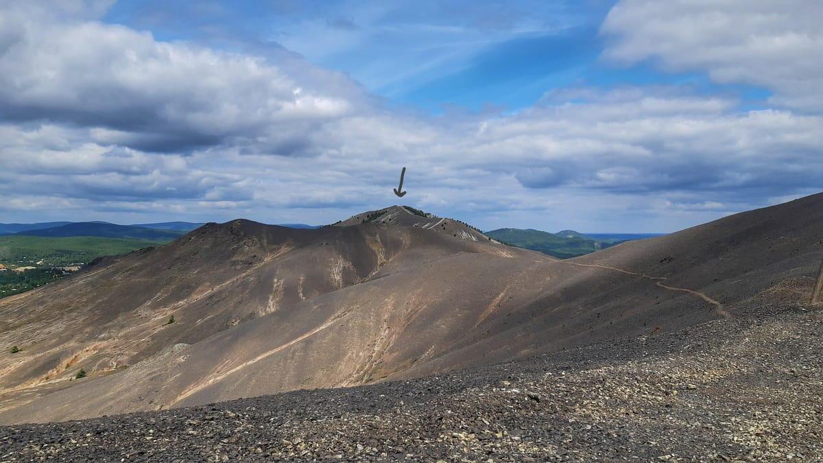 Вид на вершину с Поклонным крестом в Карабаше