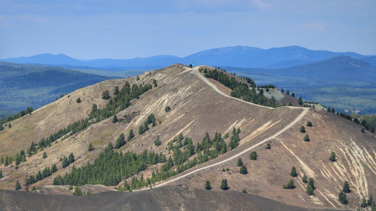 Вид на вершину горы в Карабаше