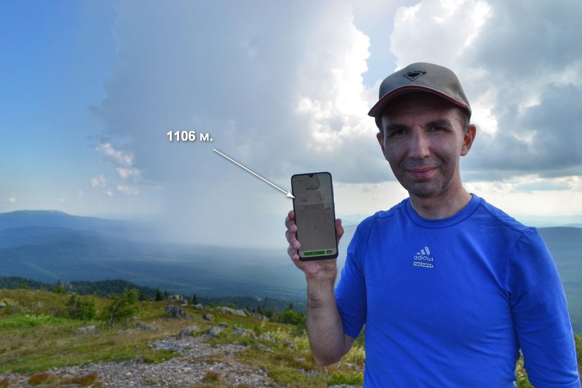 Фотограф Александр Гусев на вершине горы Дальний Таганай