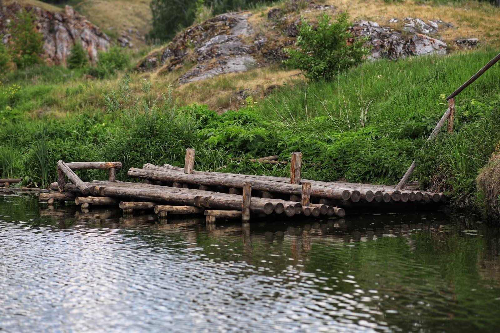 Деревянный помост у реки Исеть