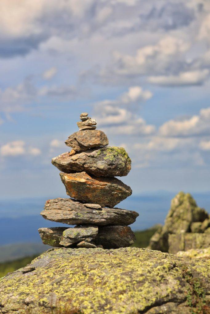 Пирамида из камней на вершине Дальнего Таганая