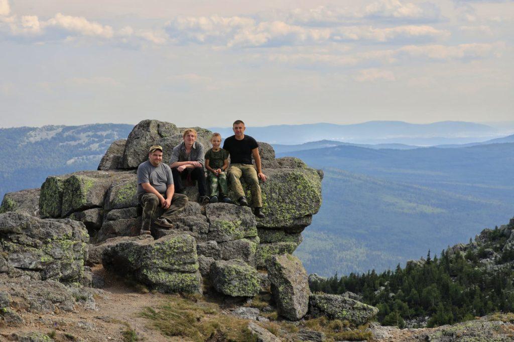 Общее фото туристов на вершине горы Дальний Таганай