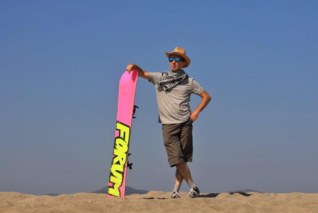 Фотосессия в пустыне, человек в шляпе